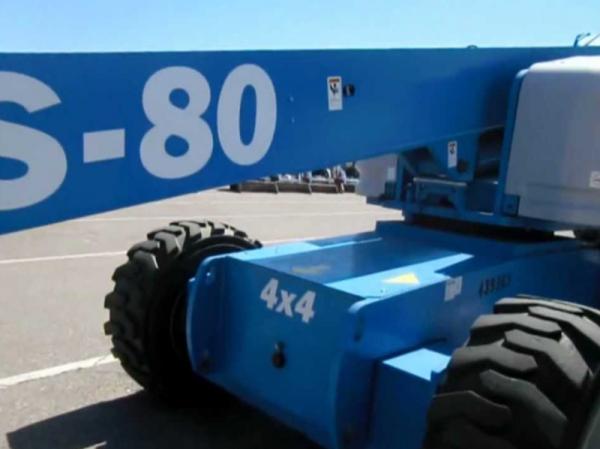 xe-nang-nguoi-s-boom-genie-s-80x-27m-lam-viec-2